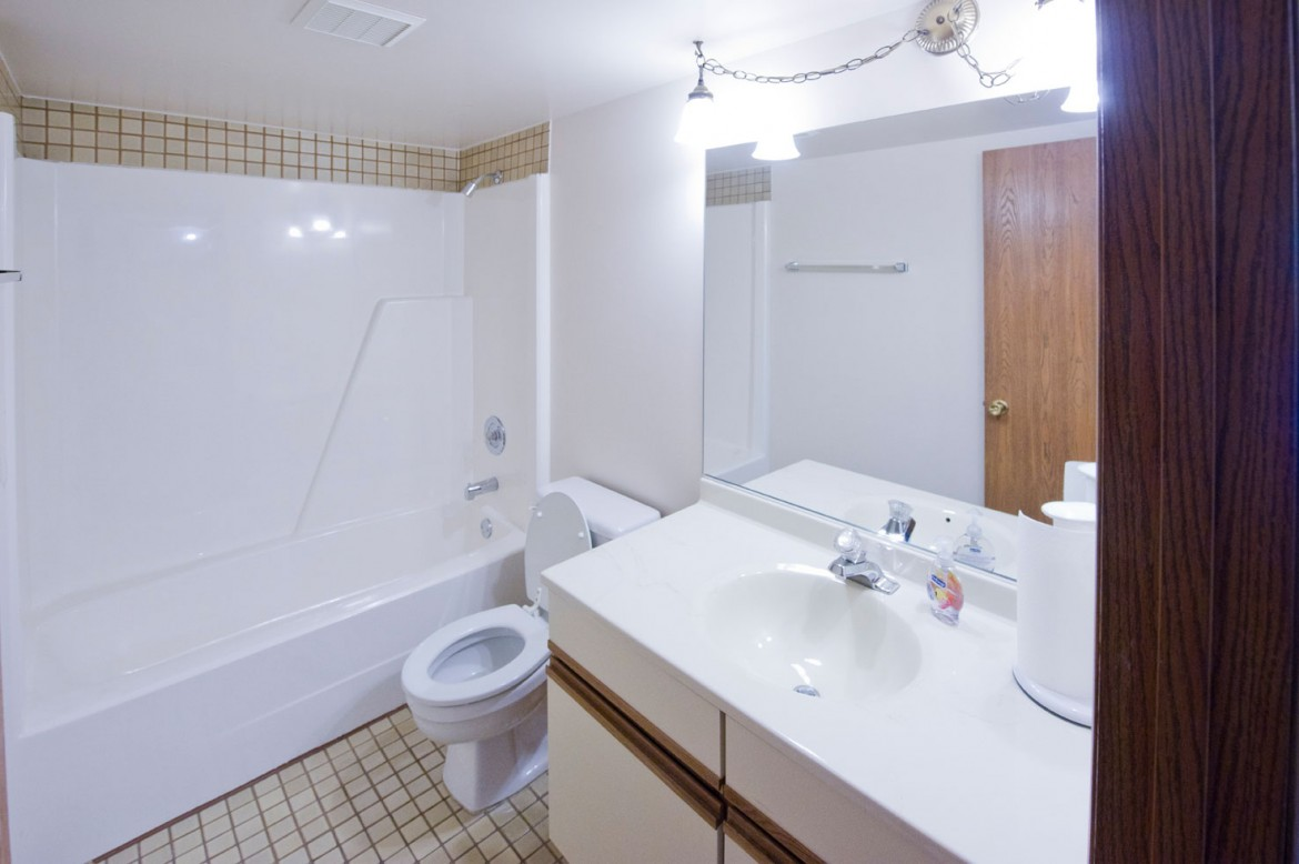 Bathroom – 1 Bedroom Unit
