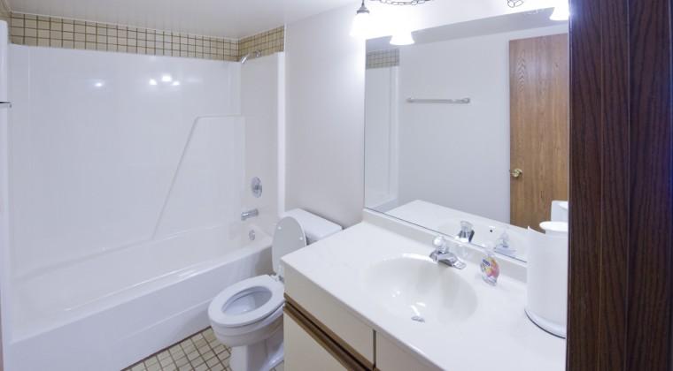 Bathroom – 1 Bedroom Unit