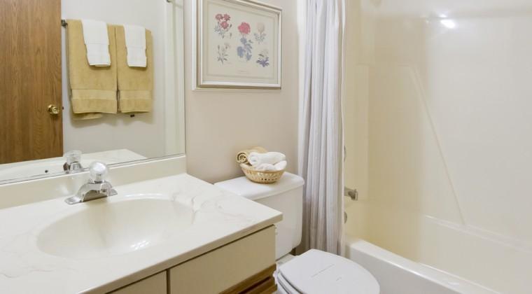 Full Bath – 2 Bedroom Unit
